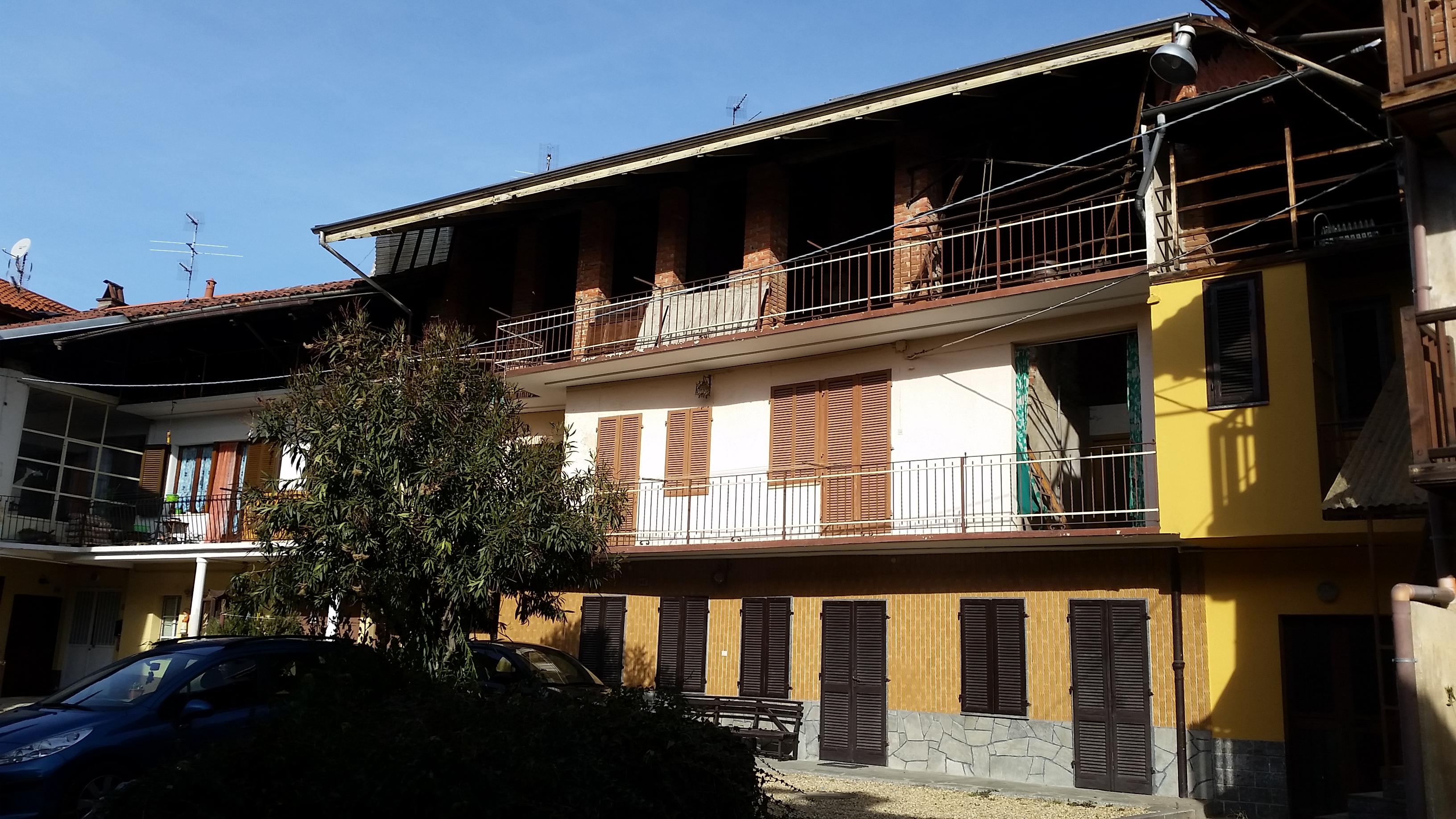 Balangero. Casa semindipendente con 2 alloggi € 70.000