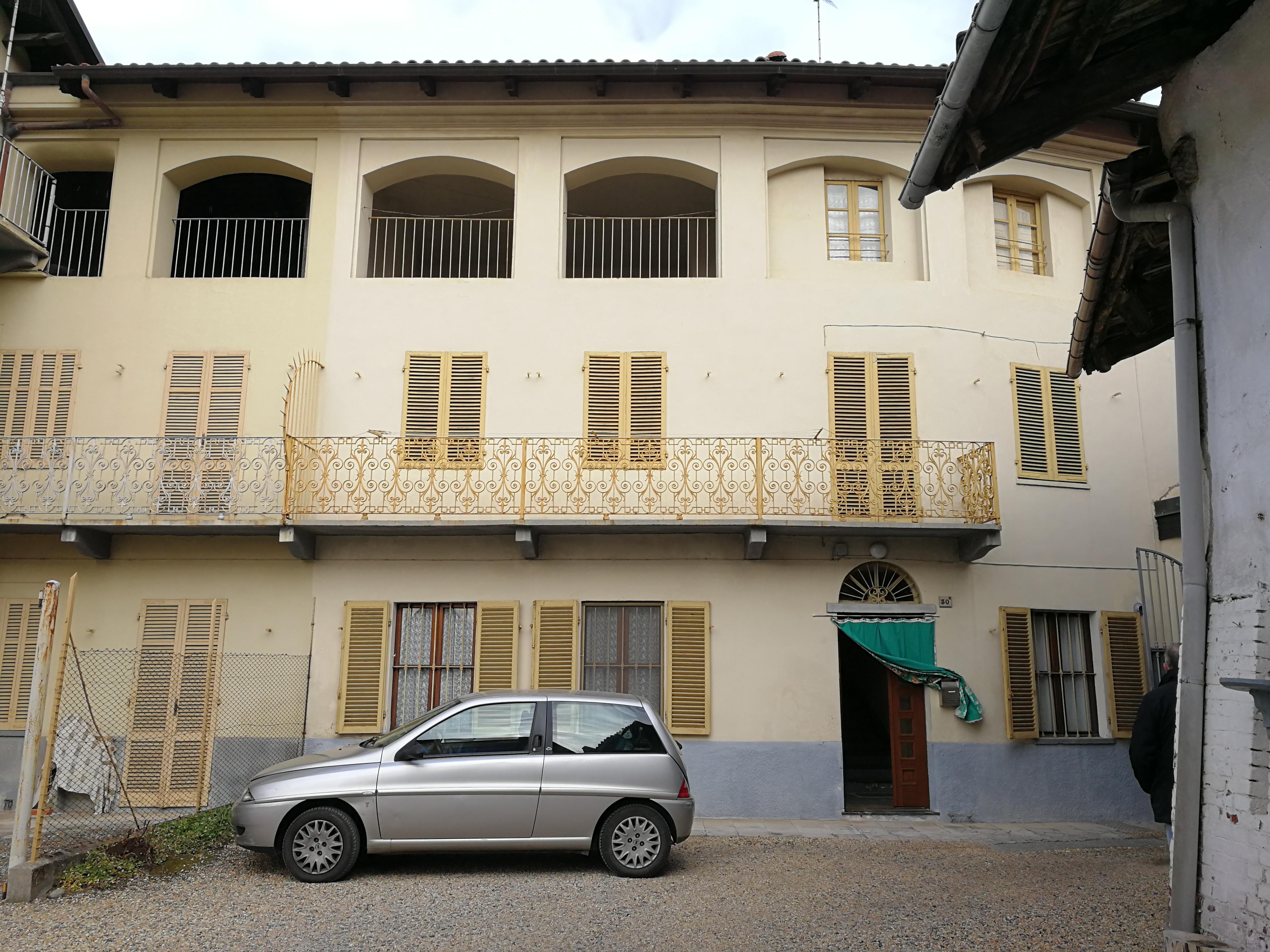 Balangero. Porzione di casa con cortiletto € 40.000