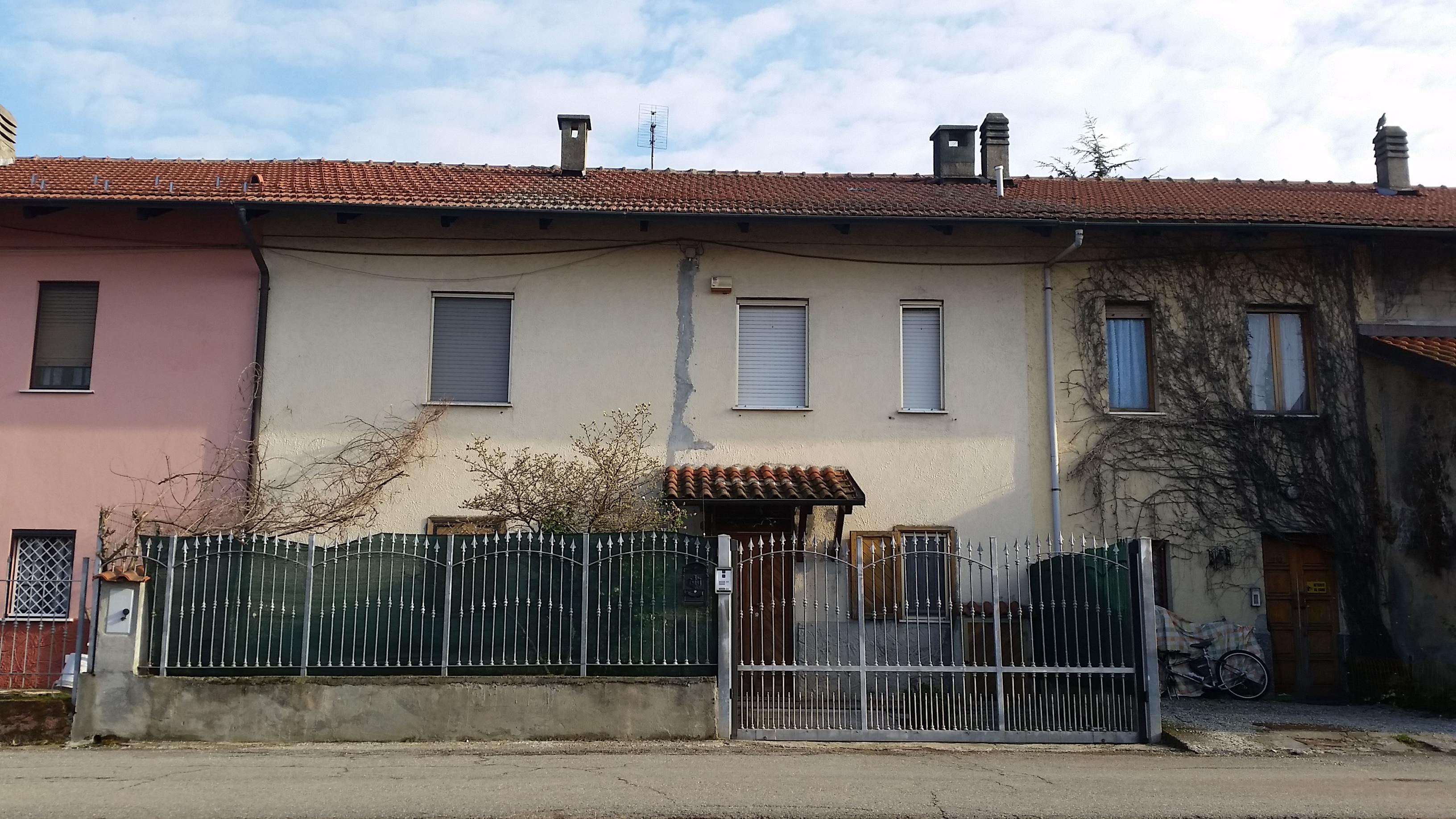 Caselle Torinese. Porzione di casa con giardino e cortile € 150.000