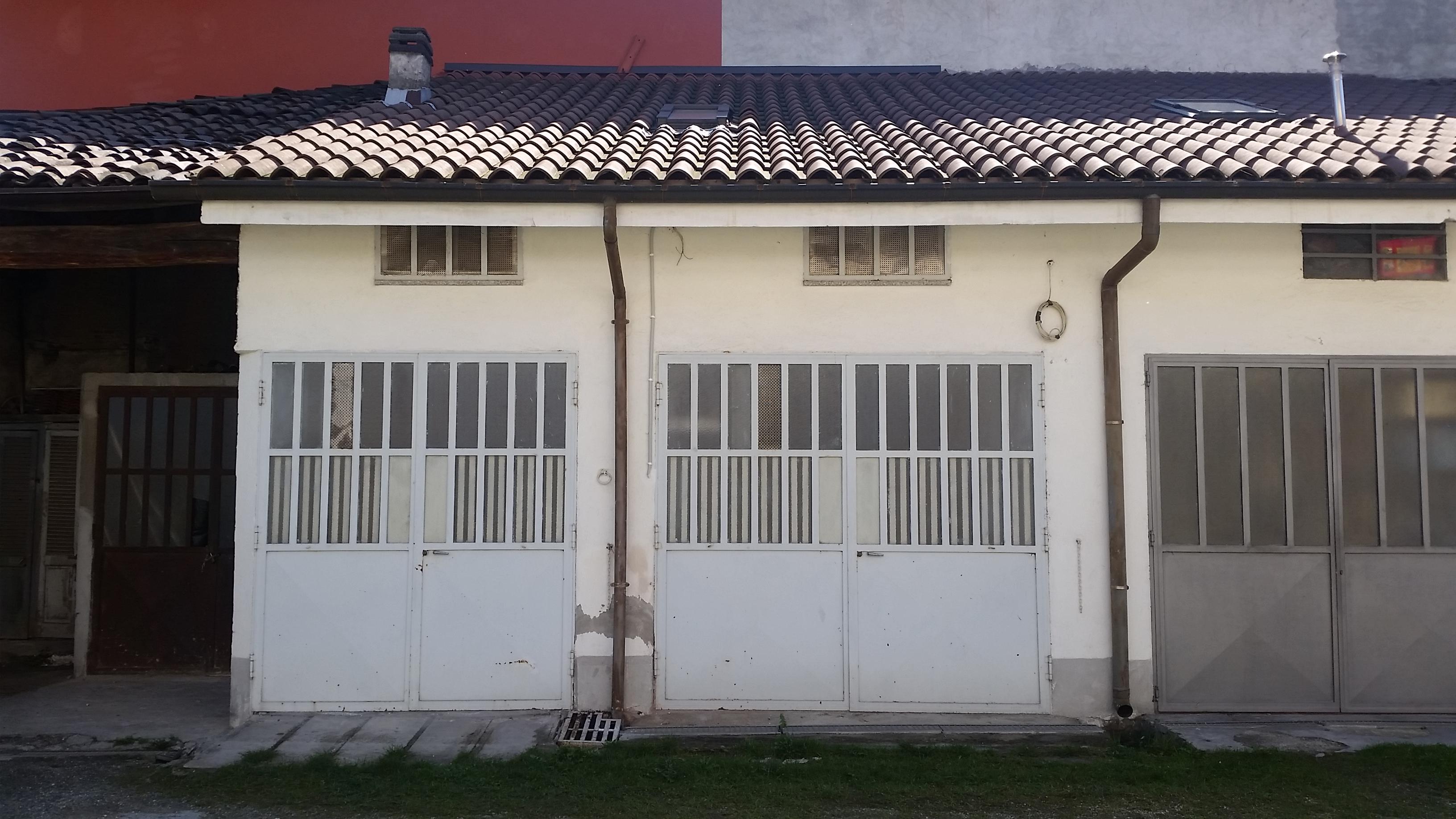 San Maurizio C.se. Due box comunicanti in centro paese € 35.000