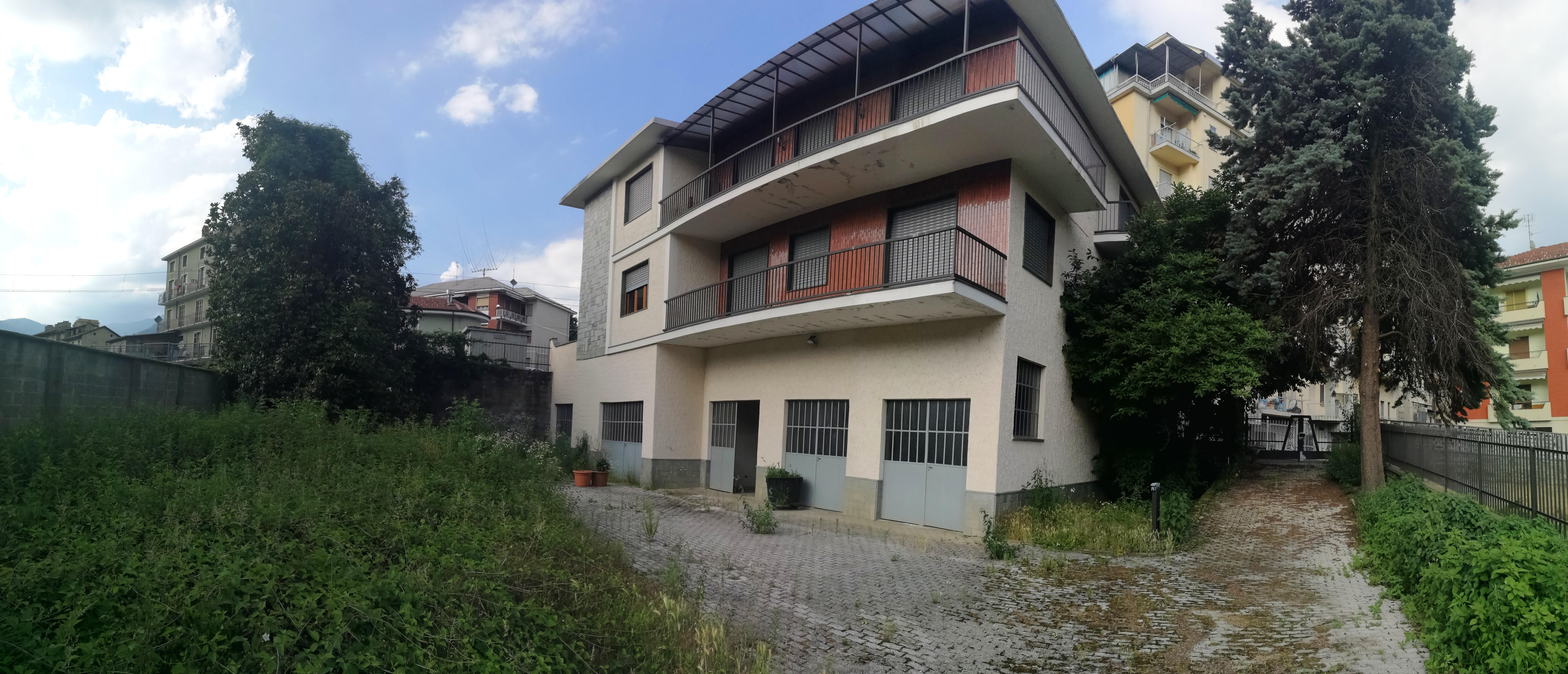Lanzo T.se. Villa bifamigliare con terreno € 230.000