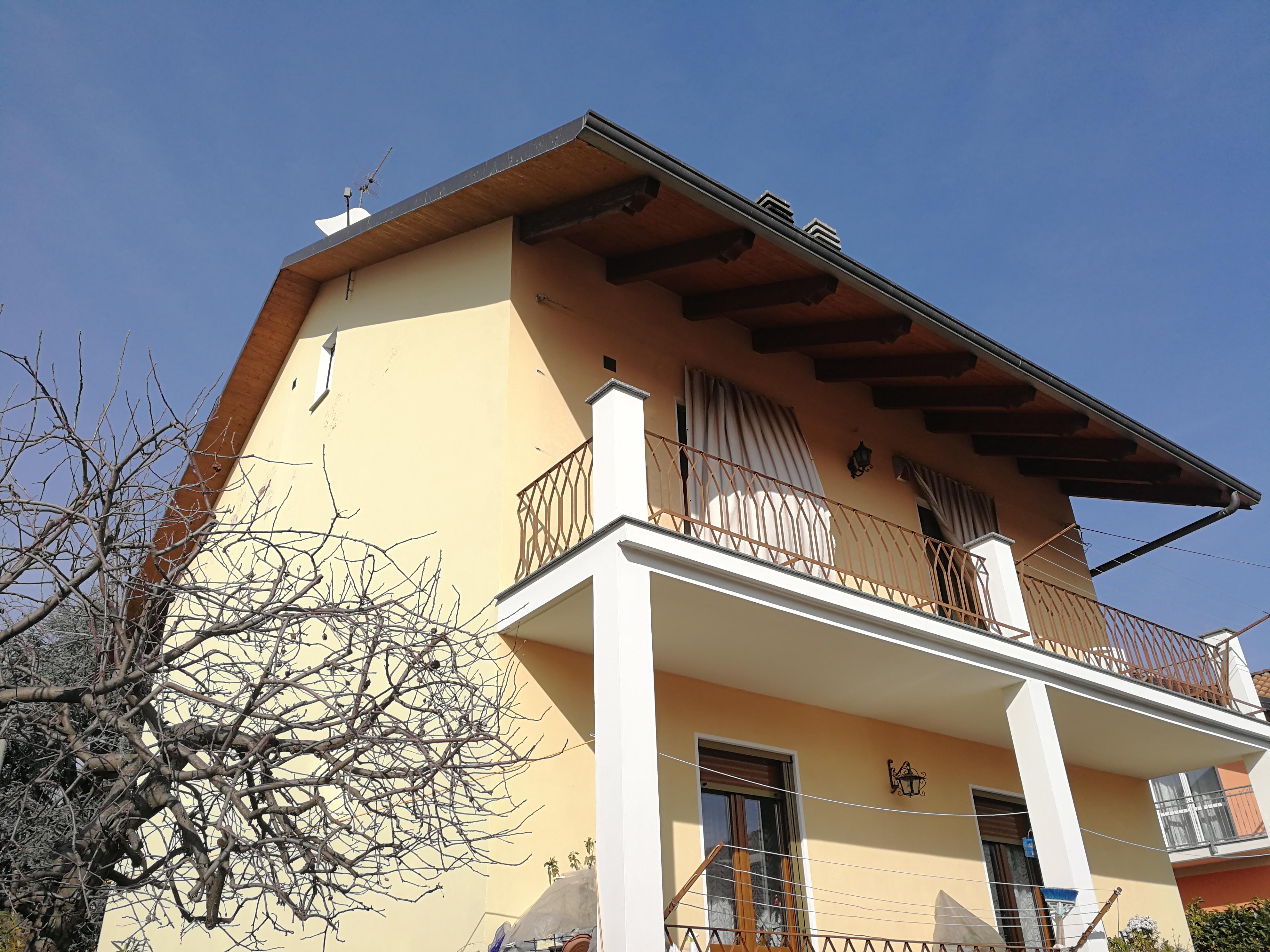 Caselle T.se. Alloggio in bifamigliare con giardino € 185.000