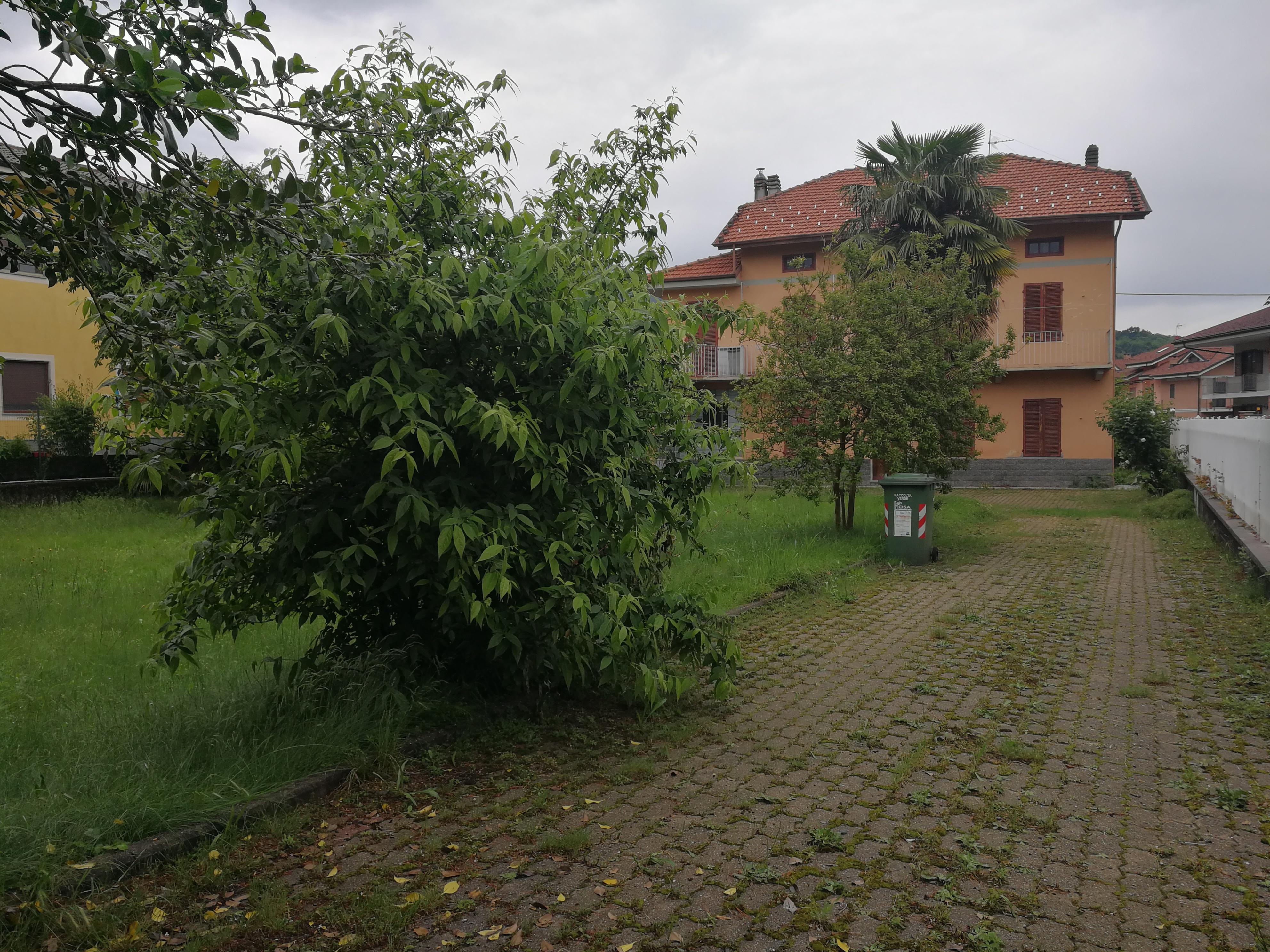 Balangero. Casa indipendente con giardino. € 220.000