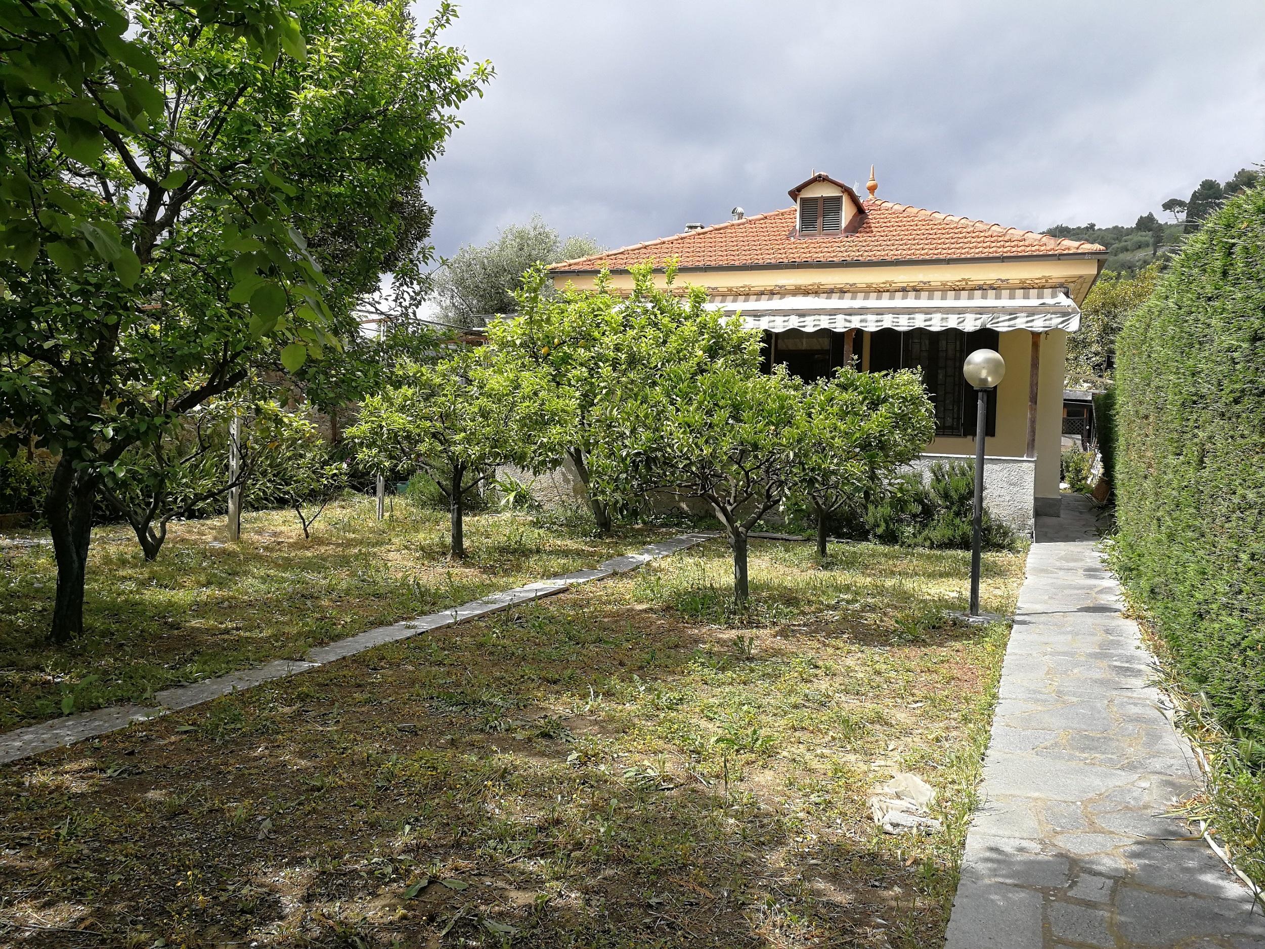 Imperia. Porto Maurizio. Casa indipendente con giardino € 279.000